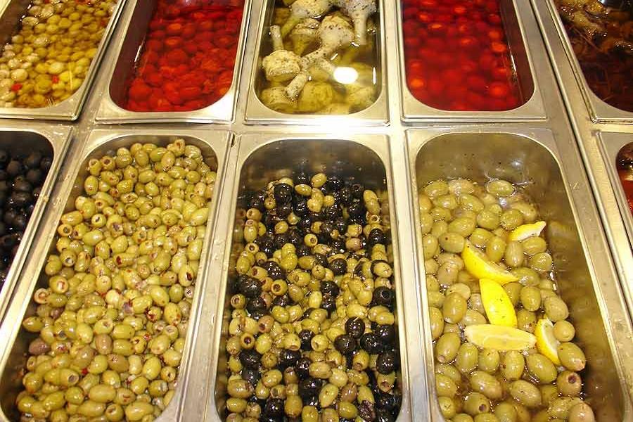 Italian deli anti-pasti